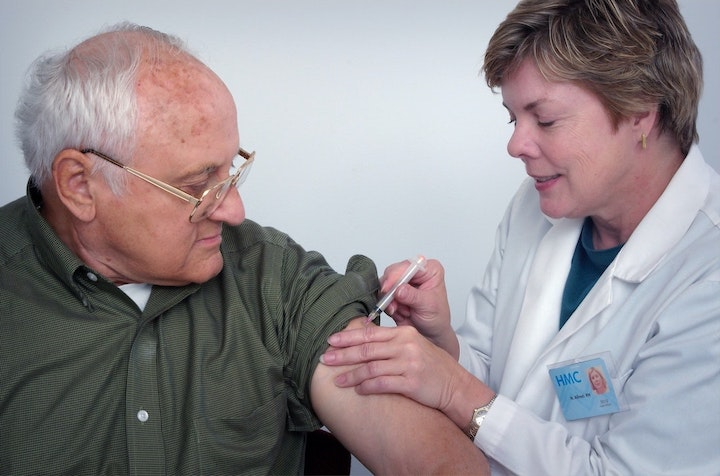 What You Must Know About Vaccines for Seniors